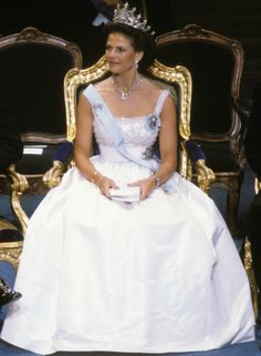 1982 Queen Silvia at the Nobel prize festivities in 1982 Dress made by Jorgen Bender Royal Crowns, Royal Tiaras, Royal Jewels, King Queen Princess, Royal Queen, Queen Fashion, Royal Fashion, Royal Family Trees, Queen Of Sweden