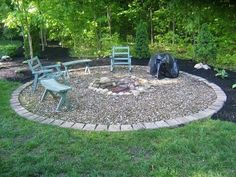 A fire pit ideas can be the centerpiece to a backyard landscape. Check out some of these cool fire pit ideas for your next backyard project. Cheap Fire Pit, Diy Fire Pit, Fire Pit Backyard, Cheap Outdoor Fire Pit, Fire Pit Landscaping, Landscaping Ideas, Backyard Ideas, Firepit Ideas, Backyard Seating
