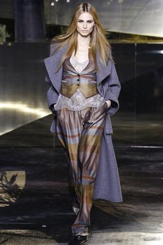 H&M Fall 2016 Ready-to-Wear Collection Photos - Vogue Fall Fashion Week, Autumn Fashion, Runway Fashion, Fashion Show, Women's Fashion, Dubai Fashion, Fashion Editorials, Paris Fashion, Transgender Model