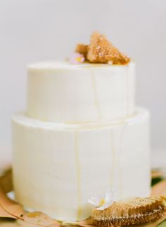 wedding-cake-decorated-by-honey
