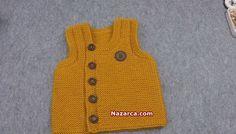 Örgü Sarı Önden Düğmeli Erkek Bebek Yelek Modeli-Türkçe videolu baştan sona açıklamalı Örgüden Şiş İşi Sarı Bebek Yelek Modeli. Bu güzel Önden Düğmeli Bebek Süveteri içinnako renk vega 10649 yumak 4 no şiş kullanılmış olup 1-1.5 yaş Bebeklere uygun boyutlardadır. Haraşo örneği ile yapılan Bebek Yeleği için farklı bir Örgü Modeli kullanırsanız o zaman bu Küçük Örnekli örgü modeline bakabilirsiniz. sisle-sari-onden-dugmeli-bebek-suveteri Fiyonklu Örgüleri bilirsiniz hani şu Kurdele Fiyonk…