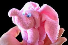 Baby Shower Gifts How cute is this Baby Washcloth Elephant! It will make a fantastic Baby Shower g. Elephant Diaper Cakes, Baby Elefant, Towel Animals, Baby Washcloth, Shower Bebe, Baby Crafts, Washing Clothes, Cute Gifts, Crochet Dolls