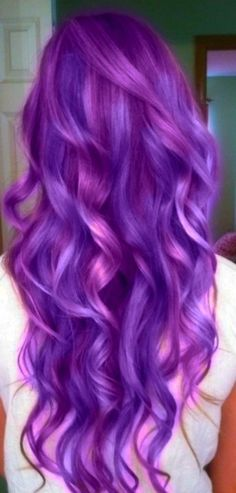 Dye your hair simple & easy to ombre purple hair color - temporarily use ombre purple hair dye to achieve brilliant results! DIY your hair ombre with hair chalk Hair Color Purple, Cool Hair Color, Pink Hair, Hair Colors, Bright Purple, Pastel Pink, Purple Streaks, Purple Highlights, Hair Highlights