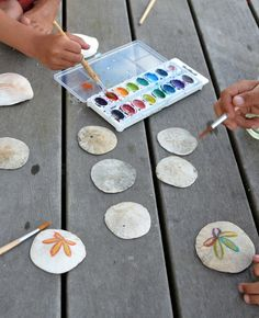 watercolour paints on sand dollars Sea Crafts, Nature Crafts, Diy And Crafts, Crafts For Kids, Arts And Crafts, Seashell Art, Seashell Crafts, Painted Sand Dollars, Sand Dollar Art