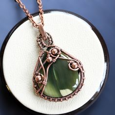 Wire wrapped pendant - Jasper pendant - Wire wrapped jewelry - Druzy jewelry - Inspirational necklace - Green pendant - Wife gift(Etsy のLacyLoveWireWrapより) https://www.etsy.com/jp/listing/253213903/wire-wrapped-pendant-jasper-pendant-wire