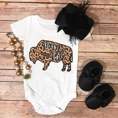 > All onesies / Kids tees Most are printed on unisex bella canvas, kiddy kats, or rabbit skin brand tees. & are printed on onesies instead of tees. Western Baby Girls, Western Baby Clothes, Organic Baby Clothes, Baby Kids Clothes, Western Baby Pictures, Cowgirl Baby, Little Girl Outfits, Little Girl Fashion, Kids Outfits