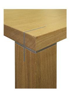 Tisch in Eiche massiv, Edelstahl-Verbinder