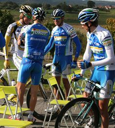 Chatting with Edvald by Lucky You x, via Flickr