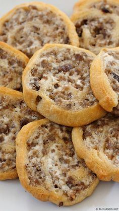 cream cheese recipes This three ingredients appetizer is a huge hit at our family gatherings. Maple sausage gives these a hint of flavor. Easy to make and loved by all. Breakfast Casserole With Biscuits, Breakfast Dishes, Breakfast Recipes, Eat Breakfast, Breakfast Ideas, Finger Food Appetizers, Yummy Appetizers, Appetizer Recipes, Sausage Appetizers