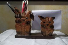 Cute dog letter and pen holder. Napkin Holders, Pen Holders, Vintage Lettering, Vintage Wood, Small Dogs, Cute Dogs, Napkins, Buy And Sell, Mugs