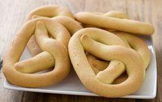 Κουλουράκια ούζου αλμυρά Cookie Tutorials, Onion Rings, Greek Recipes, Bagel, Sausage, Biscuits, Banana, Bread, Cookies