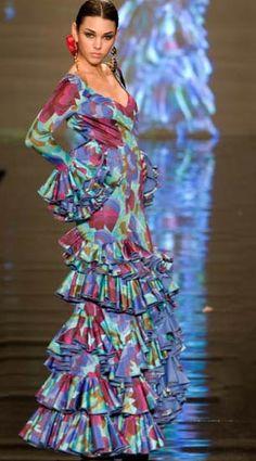 Moda Flamenca, Vestidos de Vicky Martín Berrocal ~ Nos encanta la moda flamenca y muy especialmente las creaciones que realiza Vicky Martín Berrocal, el colorido, las formas y los accesorios casi reinventan este tipo de moda | 29 enero 2010