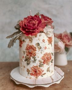 Absolutely Abstract to Painterly Impressionism—These Cakes Are True Works of Art - Green Wedding Shoes - Brushstroke Impressionist Art Painted Abstract Floral Cake - Black Wedding Cakes, Floral Wedding Cakes, Floral Cake, Wedding Cake Designs, Cake Wedding, Green Wedding Shoes, Purple Wedding, Gold Wedding, Wedding Venues