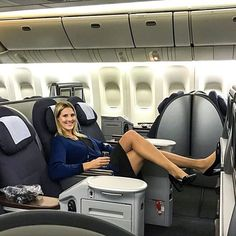 Aviation et Pinup ! - Page : 246 - Salon de discussion - FORUM Les clubs Flight Attendant Hot, Cool Tights, Delta Flight, Bus Girl, Concours Photo, Female Pilot, In Pantyhose, Pantyhose Outfits, Nylons
