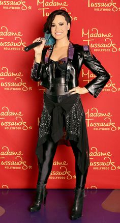 Demi Lovato Checks Herself Out at Madame Tussaud's in Hollywood, August 2015 Famous Celebrities, Celebs, British Royal Family Members, Demi Lovato Pictures, Lady L, Wax Museum, Madame Tussauds, In Hollywood, Role Models