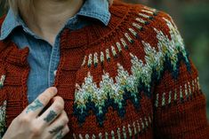The Throwback Knitting pattern by Andrea Mowry Fair Isle Knitting, Arm Knitting, Knitting Ideas, Knitting Sweaters, Knitting Tutorials, Knitting Projects, Christmas Knitting Patterns, Knit Patterns, Stitch Patterns