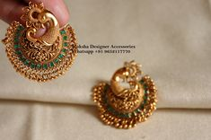 Gold Jewelry Design In India Indian Jewelry Earrings, Jewelry Design Earrings, Gold Earrings Designs, Jewellery Rings, Antique Earrings, Chand Bali Earrings Gold, Indian Gold Jewellery, Earings Gold, Peacock Earrings