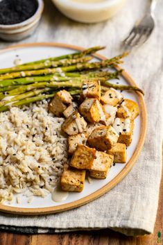 Sheet Pan Lemon Pepper Herb Tofu with Asparagus and Tahini DressingLooking for an easy fuss-free vegan meal to prepare at home? Try this sheet pan lemon pepper herb tofu with asparagus. It takes less than an hour to make and requires simple ingredients! Vegan Looks, Vegan Alfredo, Vegan Parmesan, Baked Tofu, Lemon Herb, Tahini Dressing, Vegan Meal Prep, Dinner Entrees, Vegan Dinners