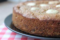 Recept voor mini-speculaastaart met amandelen. Glutenvrij en alleen met natuurlijke suikers. Extra lekker als je (n)iets te vieren hebt!