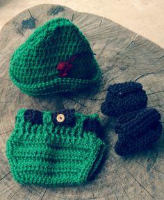 Conjunto confeccionado em crochê em fio antialérgico  Composição chapéu, tapa fralda e sapatinho  Cor verde  Tamanhos RN/ 1 a 3/3 a 6 meses