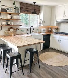 32 Perfect Small Kitchen Design Ideas And Decor. If you are looking for Small Kitchen Design Ideas And Decor, You come to the right place. Here are the Small Kitchen Design Ideas And Decor. Sweet Home, Küchen Design, Design Ideas, New Kitchen, Kitchen Walls, Butcher Block Countertops Kitchen, Kitchen Soffit, 10x10 Kitchen, Kitchen Blinds