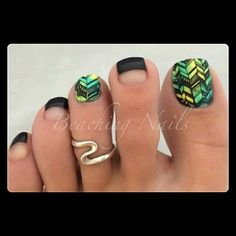 Black green and yellow arrow pedicure nailart #nailart #nails #summer #green #yellow #black #arrow #pedicure