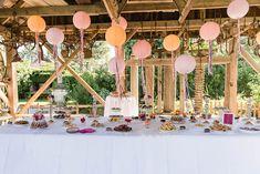 Gartenhochzeiten können so toll sein. Seid ihr noch auf der Suche nach Deko-Ideen für eure Hochzeit?  Lest mehr auf www.theweddingmission.com   Foto: Silvia Hintermayer, www.candid-moments.at
