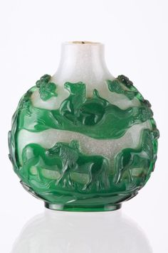 19th C. Chinese Green Over White Snuff Bottle : Lot 10