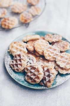 Waffel Cookies, Yummy Recipes, Cereal, Breakfast, Desserts, Cupcakes, Painting, Waffle Iron, Lemon