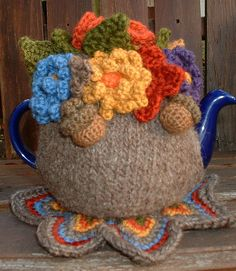 tea cosy inspiration - the body of the cosy is knitted but could easily be crochet instead. love the acorns Knitting Projects, Crochet Projects, Knitting Patterns, Crochet Patterns, Knit Or Crochet, Hand Crochet, Teapot Cover, Knitted Tea Cosies, Tea Blog