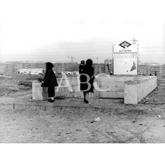 1975: Las Musas; cartelería destrozada y barro hasta las cejas.