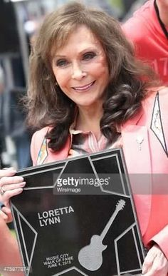 Loretta Lynn and Jack White receiving stars on Music City's Walk of Fame. Country Music Stars, Country Music Singers, Country Artists, Sound Of Music, Good Music, Best Music Artists, Americana Music, Loretta Lynn, Famous Singers