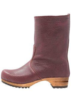 962474cbbba13 ¡Consigue este tipo de botas con plataforma de Sanita ahora! Haz clic para  ver