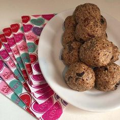 Heart Healthy Protein Balls made with Complete Whey Protein powder! Whey Protein Recipes, Healthy Protein, Protein Foods, Healthy Sweets, Healthy Recipes, Chocolate Chip Recipes, Chocolate Chips, Bodybuilding Recipes, Whey Protein Powder