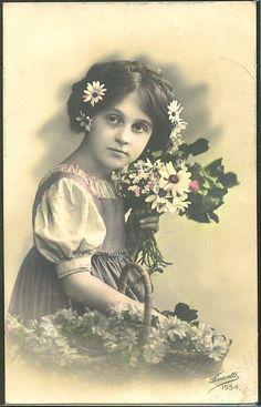 ~GF154 EDWARDIAN GIRL FILLETTE MARGUERITES DAISIES FANTAISIE PHOTO d ART~