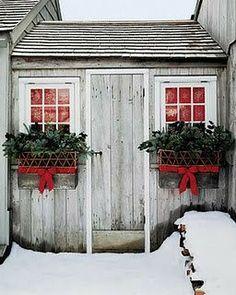 Martha Stewart, Christmas Window Boxes, Christmas Houses, Christmas Planters, Christmas Greenery, Christmas Bedroom, Alouette, Hansel Y Gretel, Winter Planter