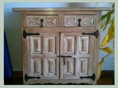 Aprende a tunear un mueble castellano Painted Furniture, Diy Furniture, Dyi, Wood Crafts, Diy Crafts, Chalk Paint Projects, Pallet Art, Love Painting, Diy Art