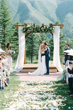 52 Bright Summer Wedding Aisle Decor Ideas   HappyWedd.com