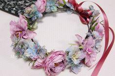 シックなのに可愛い!花嫁さまのお色直しに大人気の花冠スタイル。ヘアスタイルはふんわりダウンにして花冠をつけたら、可愛さ抜群です。パープル系のドレスやピンク系の...|ハンドメイド、手作り、手仕事品の通販・販売・購入ならCreema。