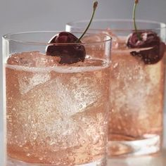 This little drink is made with the Cherry Noir Vodka, Lemon-Lime Soda, and a splash of Cranberry Juice. Could use a pitcher of these right about now! Bar Drinks, Non Alcoholic Drinks, Cocktail Drinks, Cocktail Recipes, Beverages, Vodka Cocktails, Drink Recipes, Vodka Martini, Vodka Recipes