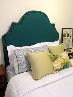 Teal Hb & tutorial http://welcometoheardmont.com/2011/07/guest-room-getting-down-to-brass-tacks/