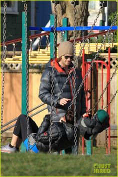 Jared Padalecki & Genevieve Cortese: Park Playtime with Thomas: Photo Jared Padalecki shares a sweet kiss with his wife Genevieve while spending the day at the park together on Saturday (January in Vancouver, Canada. Jared Padalecki Supernatural, Supernatural Tv Show, Supernatural Background, Jared And Jensen, Jensen Ackles, Genevieve Cortese, Hunter Name, Sam Winchester, Winchester Brothers