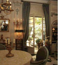 Visite d'un bel hôtel particulier niché dans une cour du VIIème arrondissement le décor interieur a aujourd'hui disparu suite à la vente de ce bel hotel