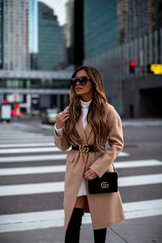 Gucci belt over camel coat Belt Bag Outfit Belt camel Coat Gucci Winter Fashion Outfits, Fall Winter Outfits, Autumn Fashion, Classy Outfits, Chic Outfits, Trendy Outfits, Gucci Outfits, Mode Outfits, Gucci Fashion