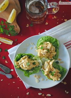 El coronation chicken o pollo de coronación es uno de los platos más emblemáticos de la gastronomía británica. Fue creado en 1953 para conmemo...