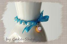 Bracelet perles nacrées 8mm ruban et muffin Fimo de Cake shop - Bijoux gourmands sur DaWanda.com