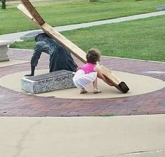 """Nothing is more beautiful than to see a little girl who sees Jesus in need of help and says """"oh no Jesus needs help"""" and then tries to take up the cross. just the pure innocence of a child. Pictures Of Christ, Religious Pictures, Religious Art, Jesus Help, God Jesus, Jean 3 16, Childlike Faith, Jesus Lives, Catholic Saints"""