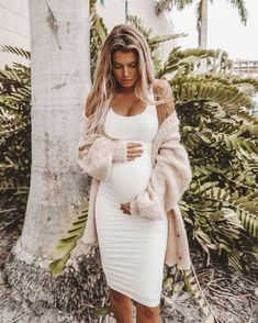 How to Look Great in Pregnancy and Nursing Wear! -You can find Maternity outfits and more on our website.How to Look Great in Pregnancy and Nursing Wear! Cute Maternity Outfits, Stylish Maternity, Maternity Wear, Maternity Clothing, Maternity Fashion Dresses, Spring Maternity, Maternity Styles, Nursing Wear, Nursing Clothes