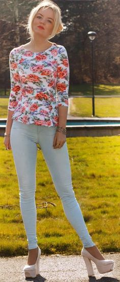 Floral Peplum Top by Fashion By Elin I really like her floral top!