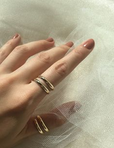 This beautiful rose gold light pink/ peach Morganite ring is simply gorgeous. The light color of the peach complements the rose gold per Unique Diamond Engagement Rings, Gold Diamond Wedding Band, Morganite Engagement, Alternative Engagement Rings, Unique Rings, Ring Verlobung, Bridal Rings, Wedding Rings, Yellow Gold Rings